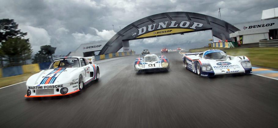 2012 Le Mans Classic. Der 935 (links), 917 LH (Mitte) und 962 (rechts) bei der Parade in Le Mans.