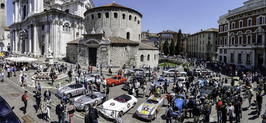 2012: Das Rollende Museum bei der Mille Miglia in Italien.