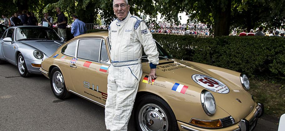 """Vic Elford und der Porsche 911 """"Around the World"""" gemeinsam auf dem Goodwood Festival 2013."""