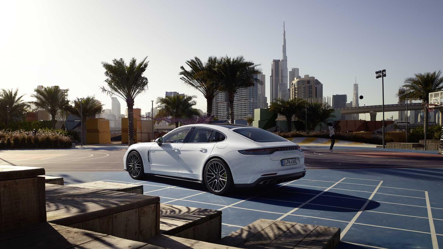 Porsche - Panamera 4 E-Hybrid -