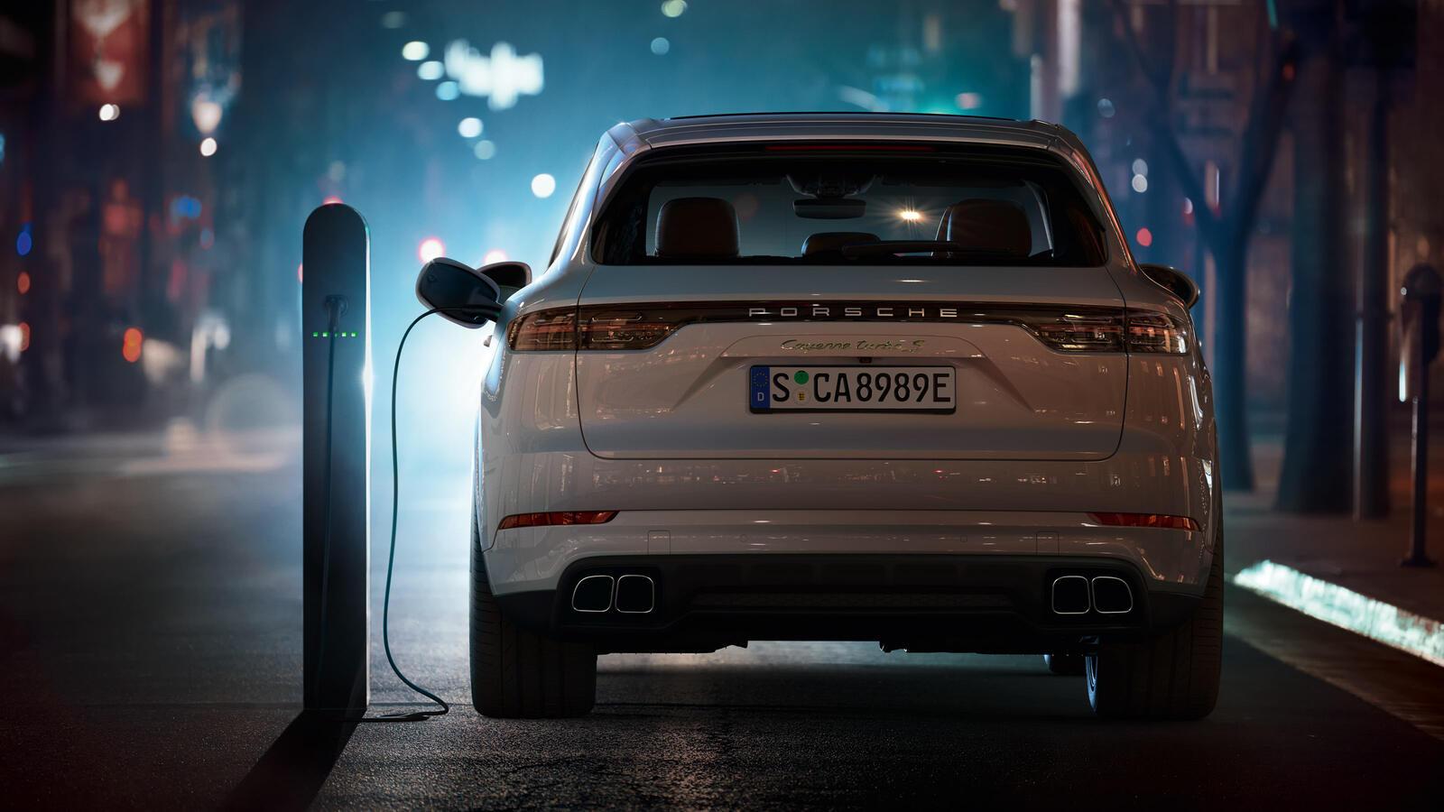 Porsche - Cayenne Turbo S E-Hybrid -
