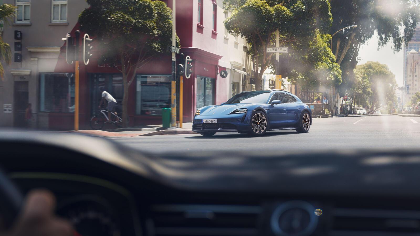 Porsche - Taycan Turbo - Esimene täiselektriline sportauto.