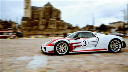 Porsche - On the Trail of Tradition