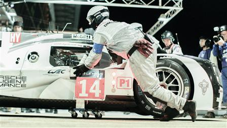 919 Hybrid in the pit