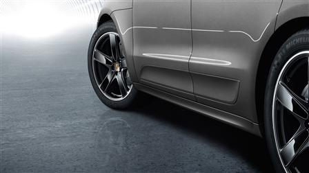 Porsche SportDesign side skirts for the Macan