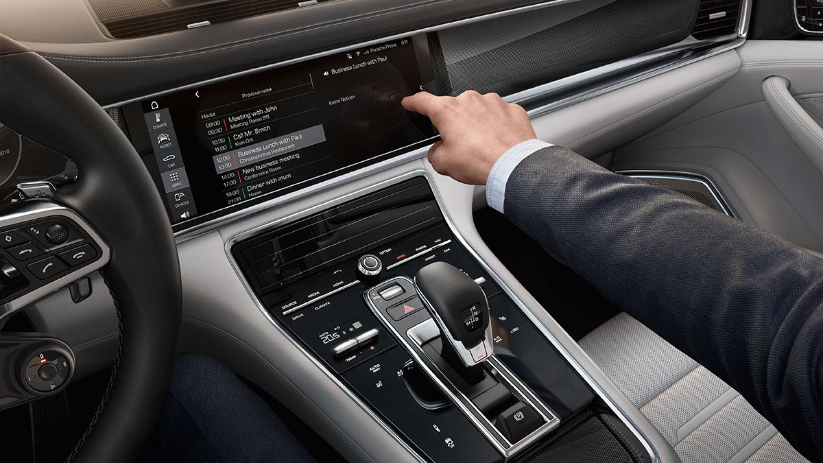 Porsche Connect: Auch auf der Datenautobahn kann man Porsche fahren.