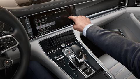 Aplikace Porsche Connect: S vozem Porsche můžete jezdit i po informační dálnici.