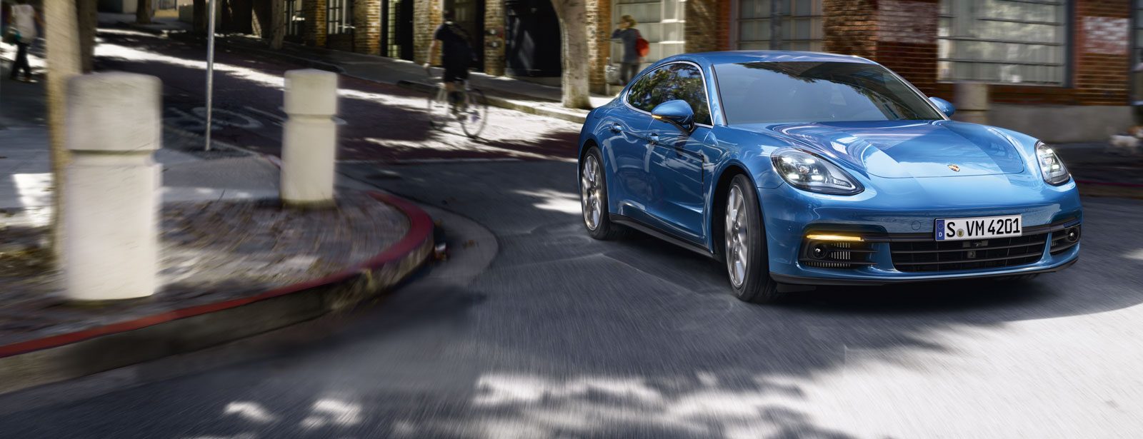 Porsche - Panamera 4S - Courage changes everything.