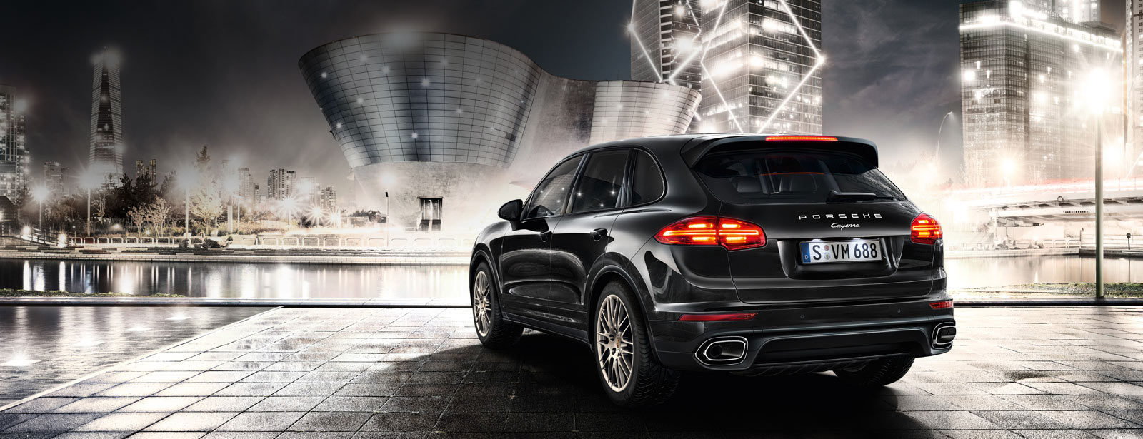 Porsche - Accomplished performance. - Cayenne Platinum Edition.