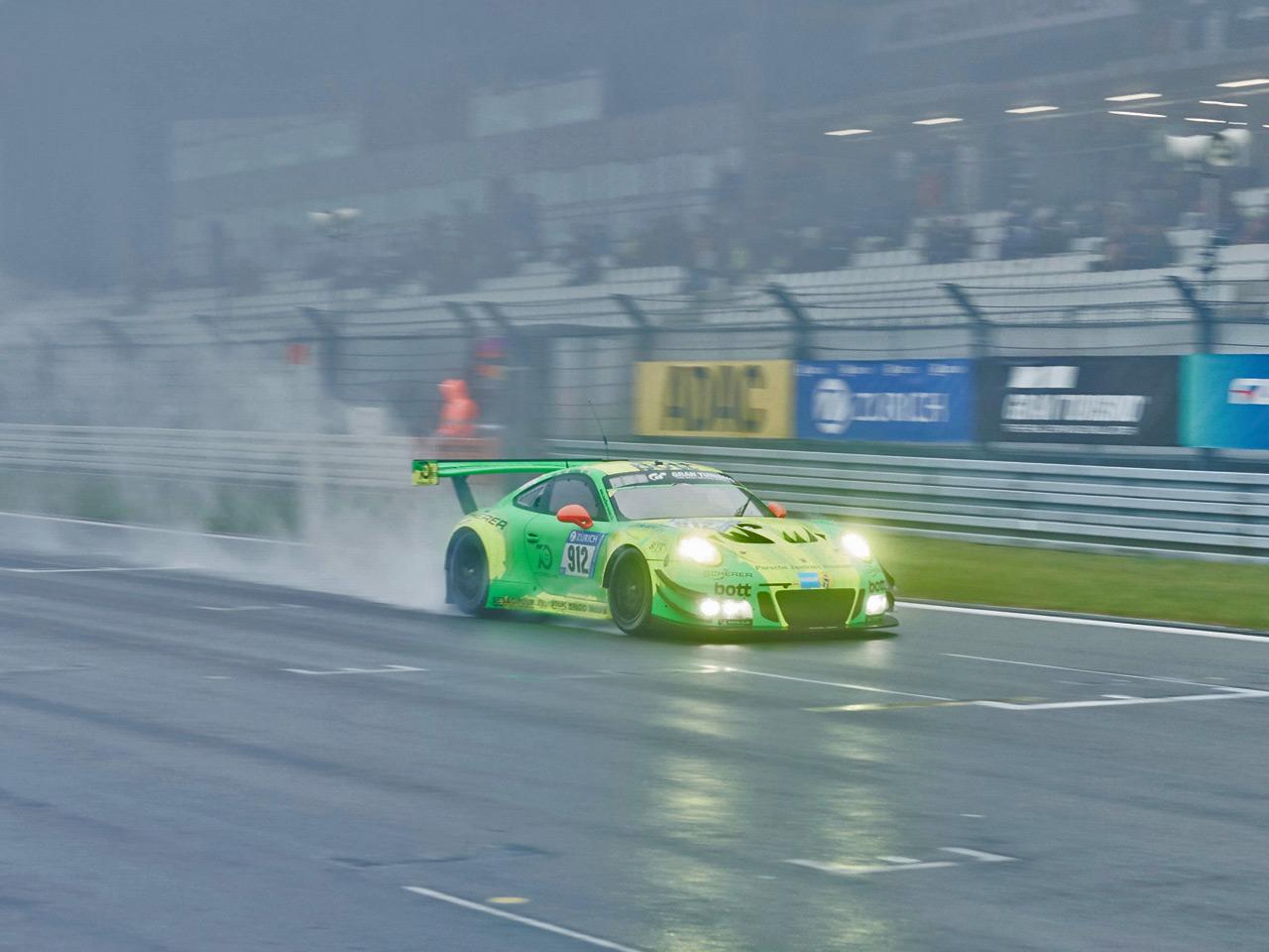 Porsche Porsche wins the 24h Nürburgring