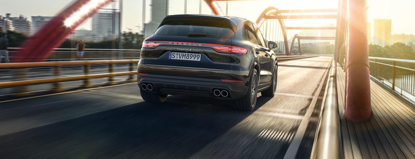 Porsche - Sportscar Together. - The new Cayenne.