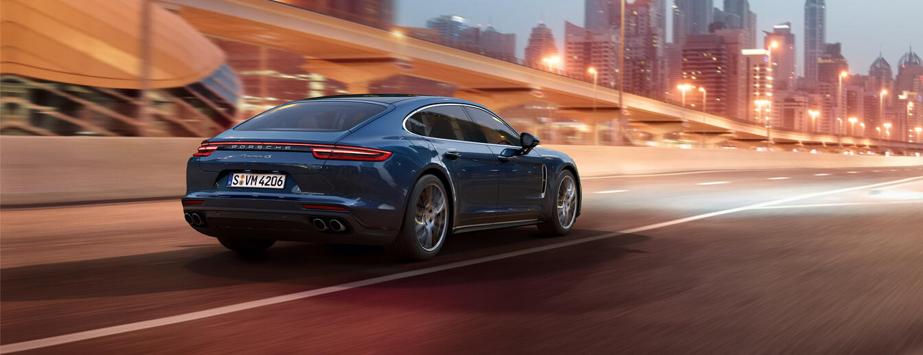 Porsche - Courage changes everything.  - Panamera.