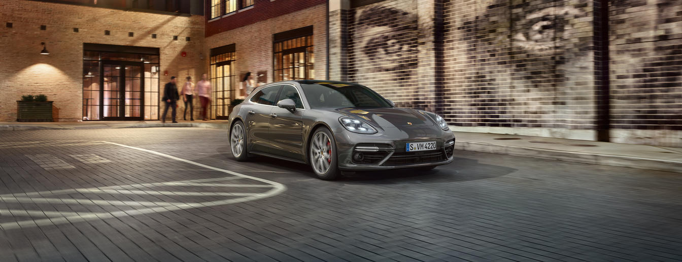 Porsche - Venture on. - Panamera Turbo Turismo.