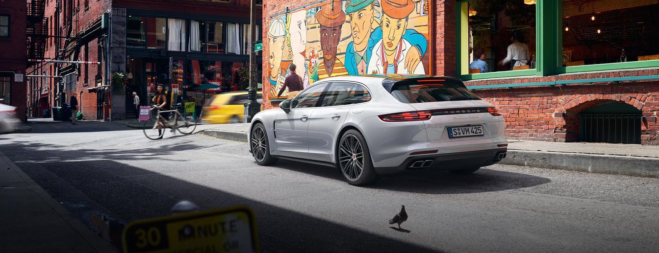 Porsche - Venture on. - The new Panamera Turbo S E-Hybrid Sport Turismo.