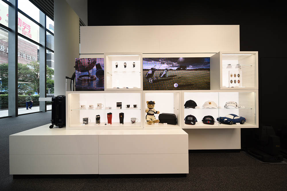 BMW Pre Owned >> Press releases: New retail format providing a digital interactive experience: Porsche China ...