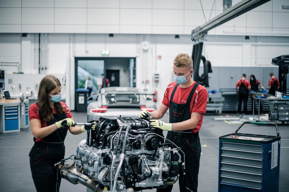 30 Auszubildende Starten Bei Porsche Leipzig 2